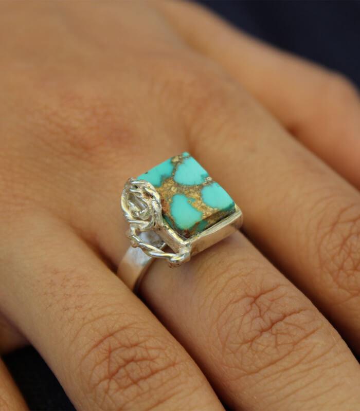 انگشتر فیروزه دست ساز نقره زنانه پرتو